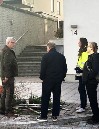 Espoon virkamiehiä Suurpellon puistokävelyllä 1.10.2020